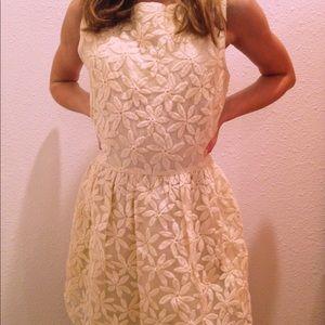 Dresses & Skirts - Flower detail dress